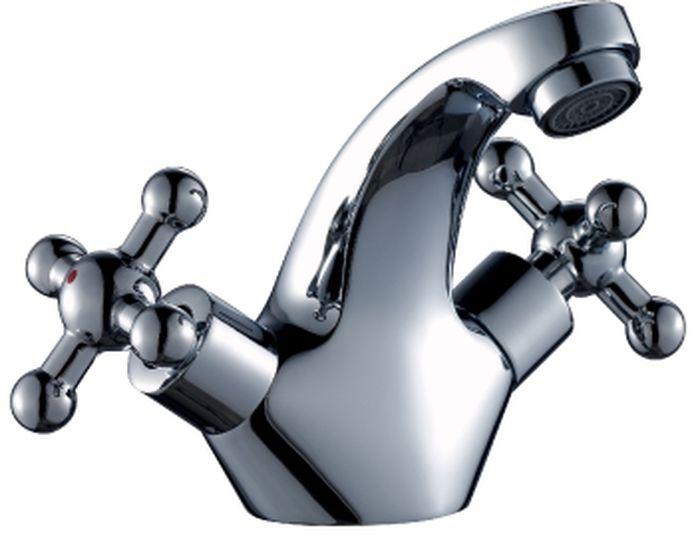 Смеситель Rossinka, для раковины. G02-61G02-61G02-61. Смеситель для умывальника монолитный.Комплектация:• пластиковый аэратор с функцией легкой очистки• керамические вентильные головки• гибкая подводка 30 см – 2 шт.• присоединительная группа для горизонтального крепления• металлические рукояткиСмесители Rossinka были разработаны российским институтом «НИИ Сантехники», что позволило произвести продукт, максимально подходящий под условия эксплуатации в нашей стране (жесткая вода, частые перепады температуры и напора воды).«НИИ Сантехники» рекомендует установку смесителей Rossinka в жилых помещениях, в детских, лечебно-профилактических, дошкольных и школьных учреждениях.Наличие международного сертификата ISO 9001 гарантирует стабильность качества выпускаемой продукции.Сервисная сеть насчитывает 90 гарантийных мастерских по России и странам СНГ.Плановый срок службы смесителей 30 лет.Гарантия на смесители 7 лет.