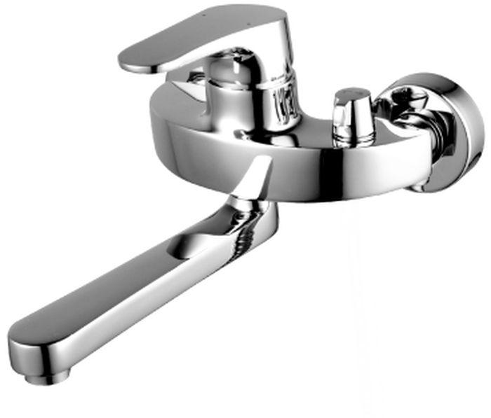 Смеситель Lemark Shift, для ванны. LM4314CLM4314CSHIFT LM4314C.Смеситель для ванны с поворотным изливом.Комплектация:• аэратор Neoperl® Cascade®• эко-картридж Sedal® 40 мм• переключатель с керамическими пластинами• металлическая рукояткаСмесители LEMARK рассчитаны на 30 лет комфортной эксплуатации.В них соединены современные технологии производства и продуманный конструктив. Установлены комплектующие от известных мировых производителей, являющихся лидерами в своих сегментах:• немецкие аэраторы Neoperl – устройства, регулирующие расход воды;• керамические картриджи и кран-буксы испанской фирмы Sedal.Вся продукция LEMARK устанавливается не только в частном секторе, но и с успехом эксплуатируется в офисах Hewlett-Packard, Walt Disney Studios Sony Pictures Releasing, Mail.ru Group, а также в новом терминале аэропорта «Толмачево» в Новосибирске.Сегодня на смесители LEMARK установлен беспрецедентный 10-летний период бесплатного сервисного обслуживания. Данное условие действует, даже если монтаж изделий производится покупателями cамостоятельно.Сервисная сеть насчитывает 90 гарантийных мастерских по России и странам СНГ.