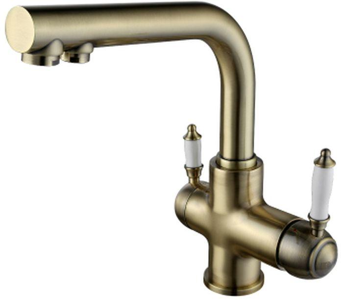 Смеситель для кухни Lemark Villa, с подключением к фильтру с питьевой водойLM4861BСмеситель для кухни с подключением к фильтру с питьевой водой Lemark Villa изготовлен методом литья из высококачественной латуни с пониженным содержанием свинца. Смеситель имеет гальваническое покрытие бронзового цвета. В качестве рабочего элемента используются керамический картридж Sedal. Смеситель снабжен аэратором, который обеспечивает низкий уровень шума и делает струю воды равномерной и приятной на ощупь. Пластиковая сетка препятствует быстрому загрязнению и защищает от известковых отложений.Присоединительная группа для вертикального крепления в комплекте. Гибкая подводка снабжена латунными накидными гайками (d = 1/2), что обеспечивает ее прочное подсоединение к водопроводной системе. Смеситель Lemark Villa адаптирован к низкому качеству российской водопроводной воды и максимально подходит под условия эксплуатации в нашей стране (жесткая вода, частые перепады температуры и напора воды). В нем соединены современные технологии производства и продуманный конструктив. Установлены комплектующие от известных мировых производителей.В комплекте: аэратор для водопроводной воды Neoperl Cascade, аэратор для питьевой воды Neoperl-Perlator, керамический картридж Sedal 35 мм, кран-букса с керамическими пластинами (угол поворота - 90 градусов), гибкая подводка 1/2 60 см, переходник для подключения шланга от фильтра с питьевой водой, металлическая рукоятка.Общая высота смесителя: 281 мм.Общая ширина смесителя: 170 мм.Длина излива для водонапорной воды: 209 мм. Длина излива для питьевой воды: 179 мм.