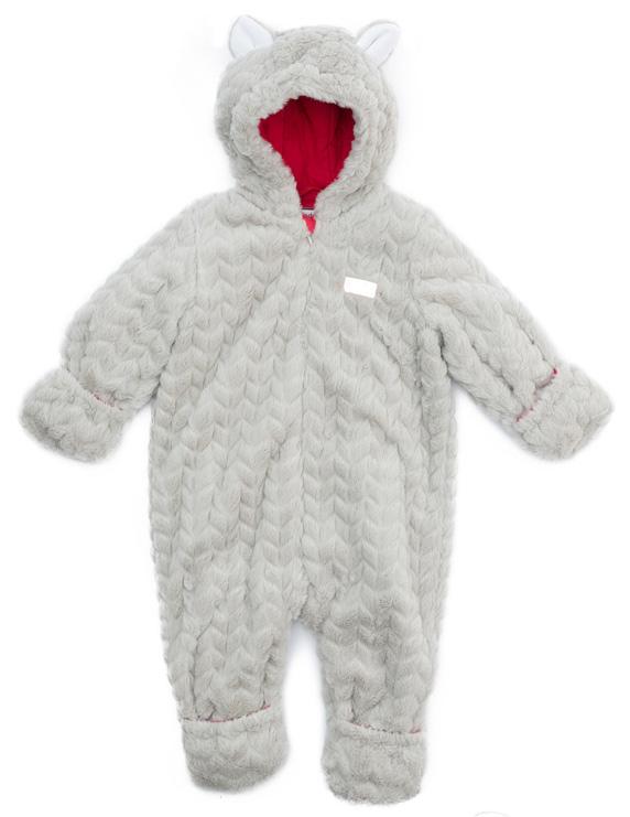 Комбинезон утепленный для мальчика PlayToday, цвет: серый. 377802. Размер 56377802Теплый меховой комбинезон от PlayToday - отличное решение для прогулок в прохладную погоду. Вшивной капюшон дополнен ушками медвежонка. Контур капюшона на мягкой резинке для дополнительного сохранения тепла. По всей длине изделия расположена молния. Специальный карман для фиксации бегунка не позволит застежке травмировать нежную детскую кожу. Манжеты и низ брючин дополнены специальными вставками, которые позволяют полностью закрыть руки и ноги ребенка. Подкладка из натурального хлопка хорошо впитывает лишнюю влагу, приятна к телу и не вызывает раздражений. В качестве декора использована аккуратная аппликация.