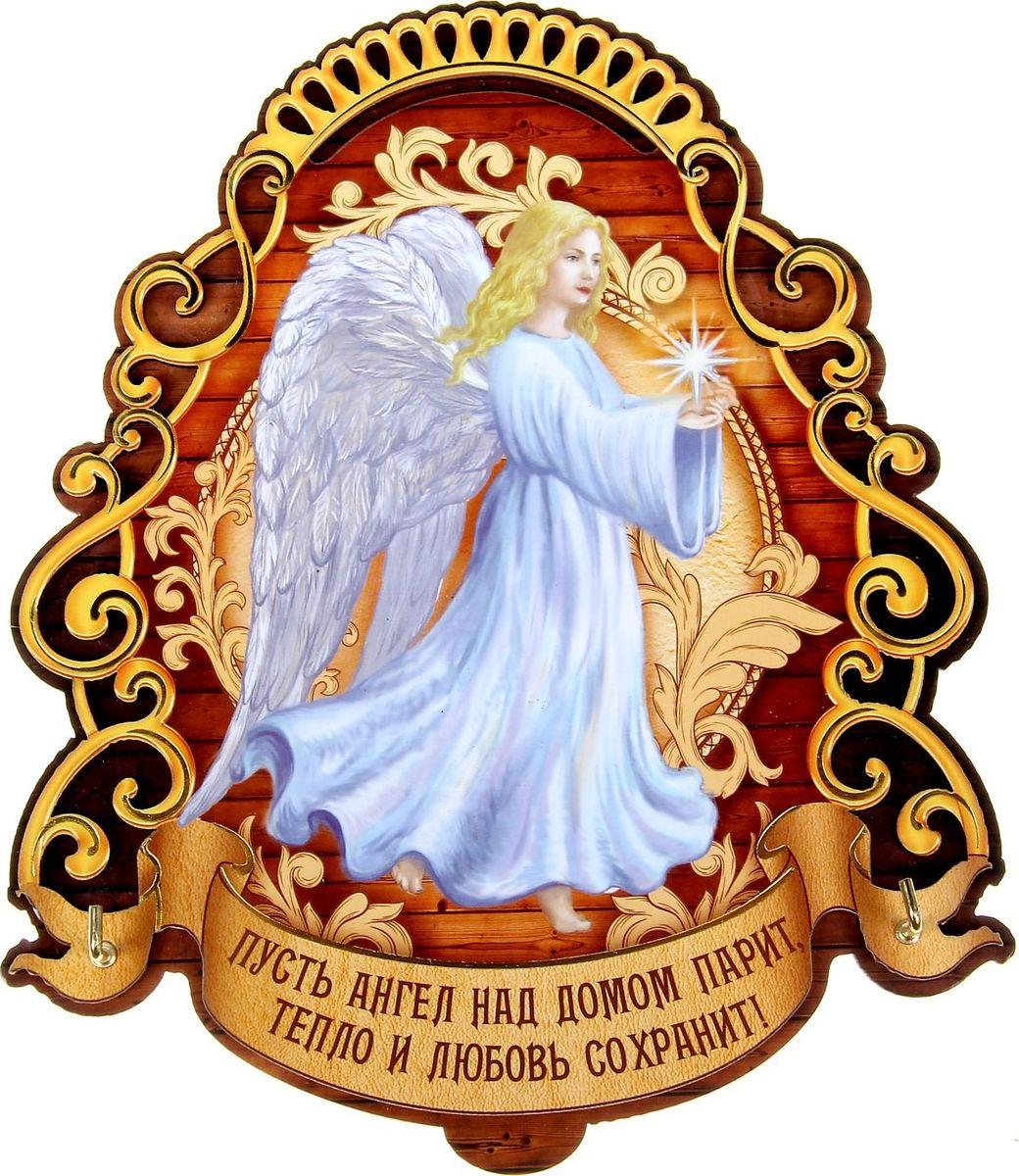 Ключница настенная Пусть Ангел тепло и любовь сохранит, 16,5 х 14 х 1,5 см1101540Если каждый раз, выходя из дома, вы устраиваете очередной поиск ключей по горячим следам, то вам непременно нужно специальное место для их хранения. Ключница Пусть Ангел тепло и любовь сохранит станет полезным и очень красивым приобретением для вашего дома и уникальным подарком. Прикрепите её на удобное место в прихожей, и ваши ключи всегда будут под рукой. Интересное высказывание и оригинальный рисунок эксклюзивного дизайна &mdash яркий и гостеприимный штрих вашего дома. Изделие сделано из фанеры и покрыто ярким печатным принтом. Ключница имеет два надёжных металлических крючка золотистого цвета, на которых удобно разместятся драгоценные ключи. Оригинальная подарочная упаковка становится отличным обрамлением изделия и делает его полноценным подарком по поводу и без.