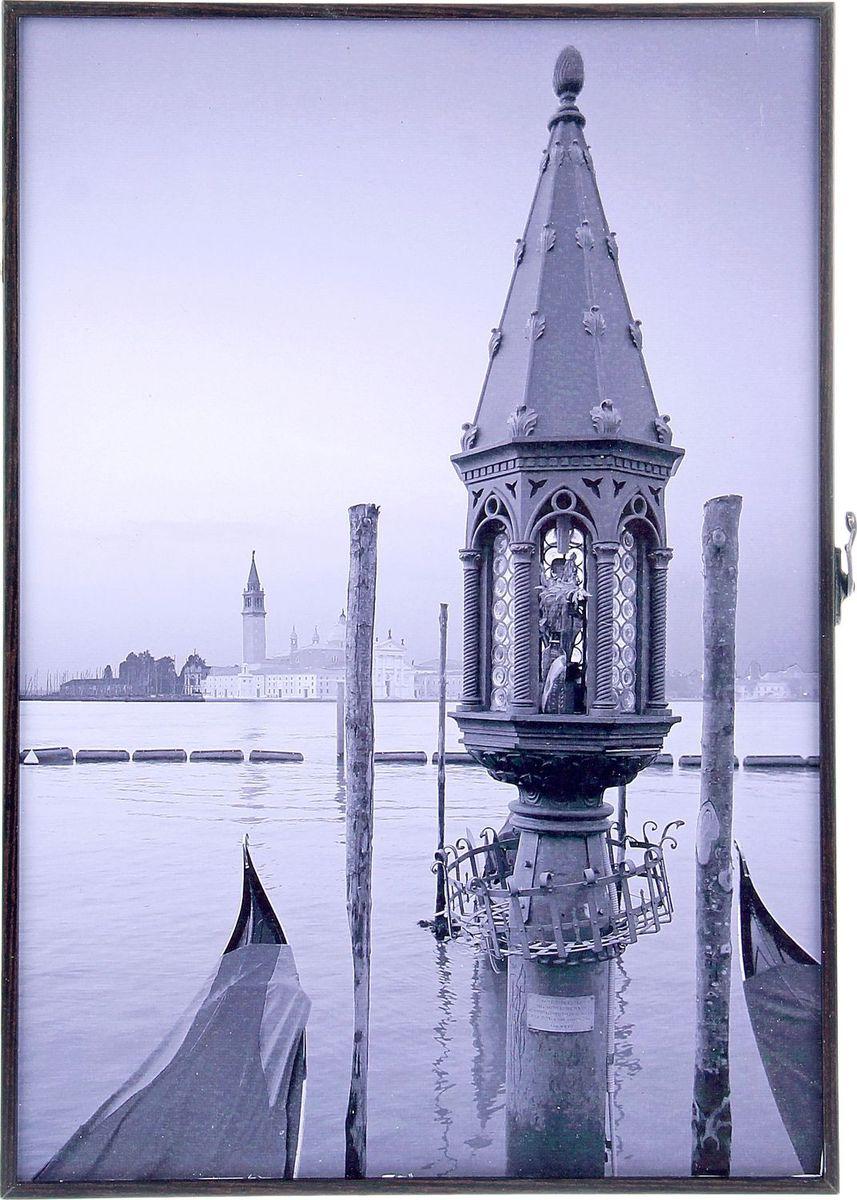 Ключница настенная АГТ-Профиль Венеция, 41 х 29 х 5 см1109445Если вы отдаете предпочтение классической элегантности – ненавязчивой и вместе с тем очень стильной, эта изысканная ключница, декорированная стразами, наверняка придется вам по душе, разве Италия может не привлекать. Она не только украсит стену прихожей, но и сэкономит ваше время: вешая ключи на ее крючочки, вы всегда будете помнить, где их оставили, и вам больше не придется искать их в утренней спешке по всему дому. Приобретая такую вещицу, вы делаете выбор в пользу красоты и функциональности.
