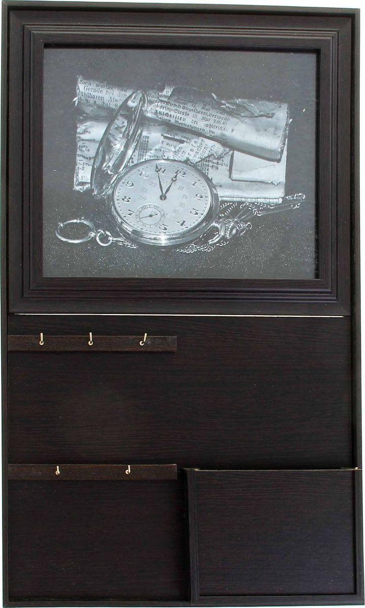 Ключница-фоторамка настенная АГТ-Профиль Часы, 50 х 31 х 3,5 см1154155Аксессуар 3 в 1: ключница, фоторамка и привлекательный предмет интерьера.Разместите её вы в прихожей, Уходя на неё посмотрите, Да и будет она как вельможа, Напоминая: Ключи-то возьмите!. Вы семейное фото в ключницу вставьте То, где папа, где мама, где ваши детишки. И приятно вам будет, представьте:Берёте ключи, а там свои шалунишки. Прекрасная ключница из дерева подойдёт к любому интерьеру.