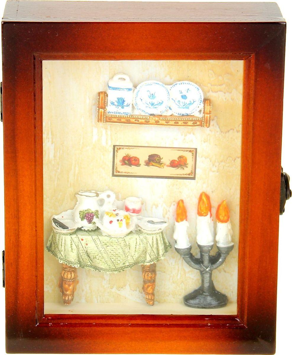 Ключница настенная Ужин при свечах, 21,5 х 17 х 6 см498825Стильная Ключница Ужин при свечах с декором в виде манящего уютом интерьера станет оригинальным украшением прихожей и позволит вам хранить в одном месте все имеющиеся связки ключей: от дома и дачи, от гаража и офиса. Она порадует не только эффектным внешним видом, но и высоким качеством и будет служить вам верой и правдой долгое время. Предмет, сочетающий в себе практичность и элегантность.