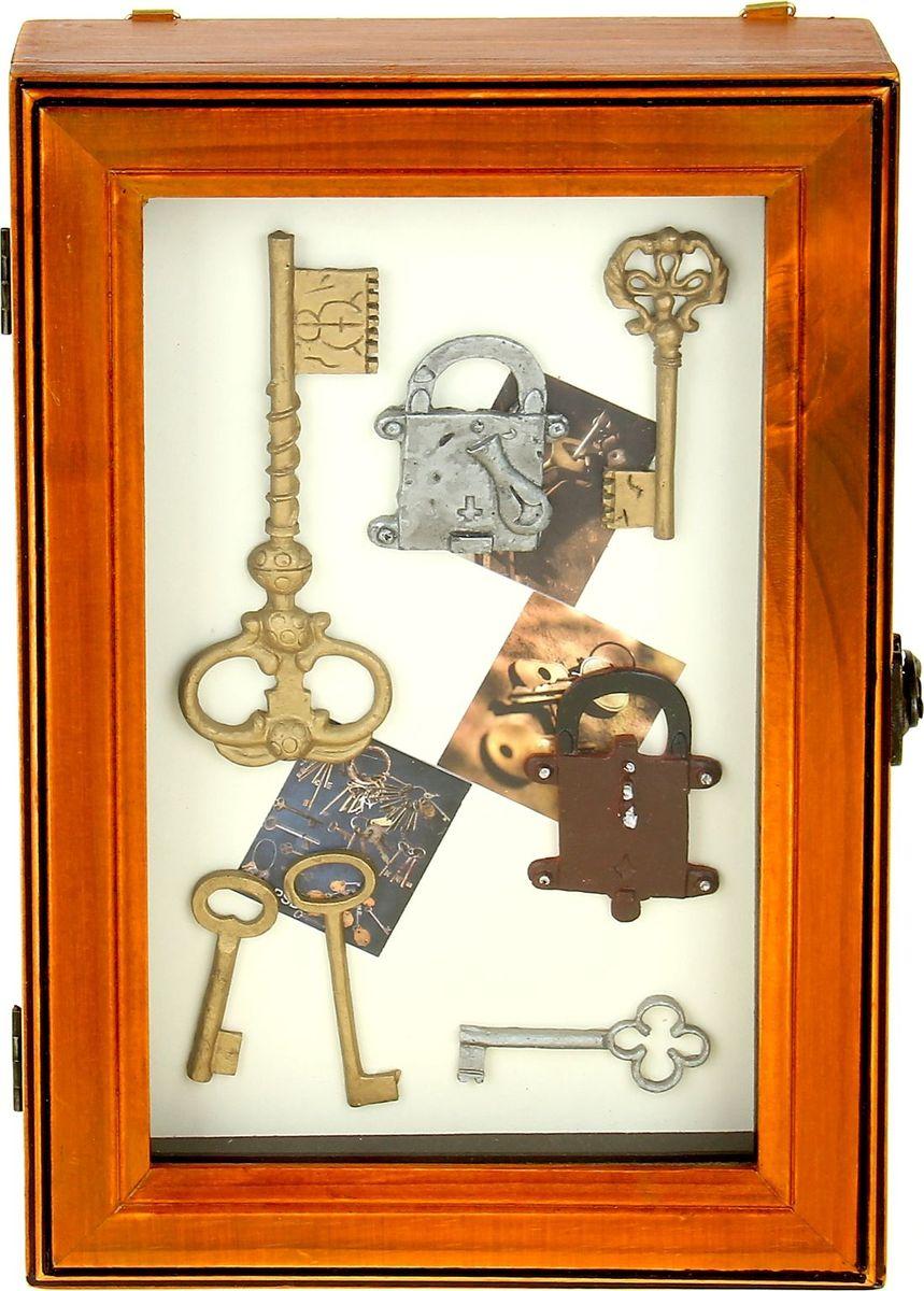 Ключница настенная Коллаж из ключей, 30 х 20 х 6,5 см503930Если вы любите сочетание элегантности и удобства, такая ключница вряд ли останется без вашего внимания. Она поможет выработать полезную привычку не оставлять ключи ни на кухонном столе, ни на этажерке, ни у зеркала, а вешать их на специально предназначенные для этого крючки. Она не только сэкономит ваше время, но и украсит собой прихожую. Такая ключница как нельзя лучше подойдет для тех, кто ценит тепло домашнего очага и старается сделать свой дом таким уютным, чтобы его не хотелось покидать даже на короткий срок. Ключница Коллаж из ключей - оригинальный и практичный аксессуар.