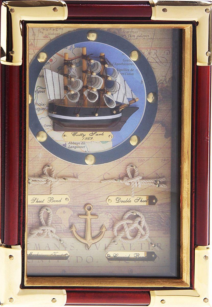 Ключница настенная Корабль в круге, 25 х 17 х 7 см633635Если вы любите сочетание элегантности и удобства, такая ключница вряд ли останется без вашего внимания. Она поможет выработать полезную привычку не оставлять ключи ни на кухонном столе, ни на этажерке, ни у зеркала, а вешать их на специально предназначенные для этого крючки. Она не только сэкономит ваше время, но и украсит собой прихожую. Такая ключница как нельзя лучше подойдет для тех, кто ценит тепло домашнего очага и старается сделать свой дом таким уютным, чтобы его не хотелось покидать даже на короткий срок. Оригинальный и практичный подарок.