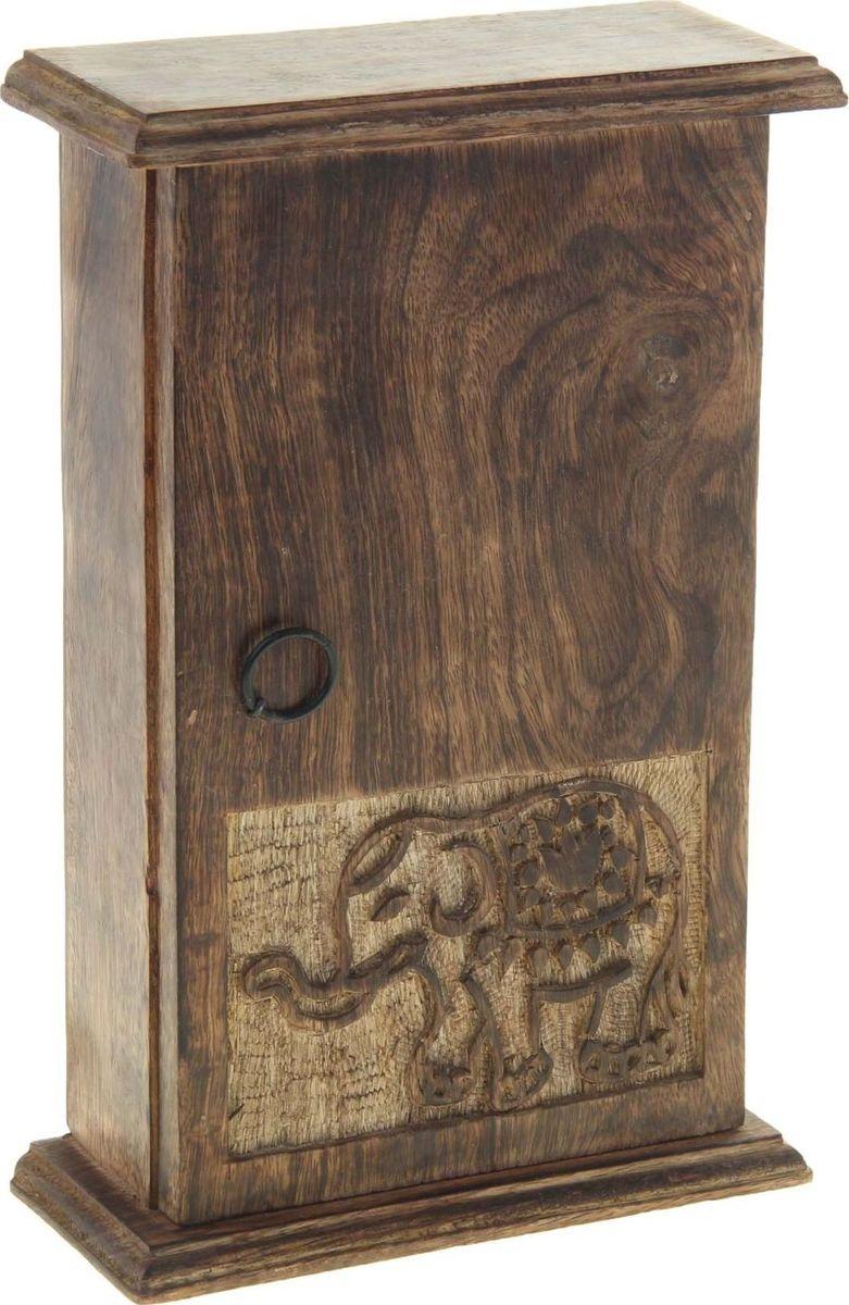 Ключница настенная Слоник в попоне, 28 х 10 х 7,5 см806560Замечательная ключница Слоник в попоне ручной работы выполнена индийскими мастерами-ремесленниками из натурального дерева. Теперь слон будет не только хранителем традиций и домашнего очага, но и Ваших ключей, помещённых внутрь. Прекрасный аксессуар станет оригинальным украшением вашей прихожей или любой другой комнаты. А представьте, сколько восторга вызовет этот аксессуар у любителей слонов, ценителей ручной работы и экзотических стран. Аксессуар, который исполнит сразу несколько желаний!