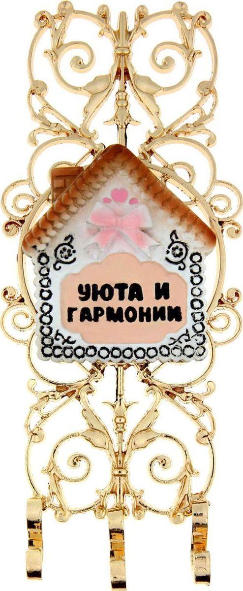 Ключница настенная Уюта и гармонии, 17 х 7 х 1,2 см868460Ключница Уюта и гармонии станет полезным и очень красивым приобретением для вашего дома. Прикрепите ее на удобное место в прихожей, и ваши ключи всегда будут под рукой. Этот сувенир выполнен, как настоящее произведение искусства: основа выполнена из металла под золото в виде легкой и воздушной ажурной решетки, сверху располагается красочный элемент из полистоуна с теплым пожеланием. Эксклюзивный дизайн легко впишется в любой интерьер, а доброе высказывание будет каждый раз вызывать улыбку у домочадцев и удивлять гостей. Ключница комплектуется подарочной упаковкой, преподносится с наилучшими пожеланиями. Станет великолепным подарком на новоселье или любой другой праздник.