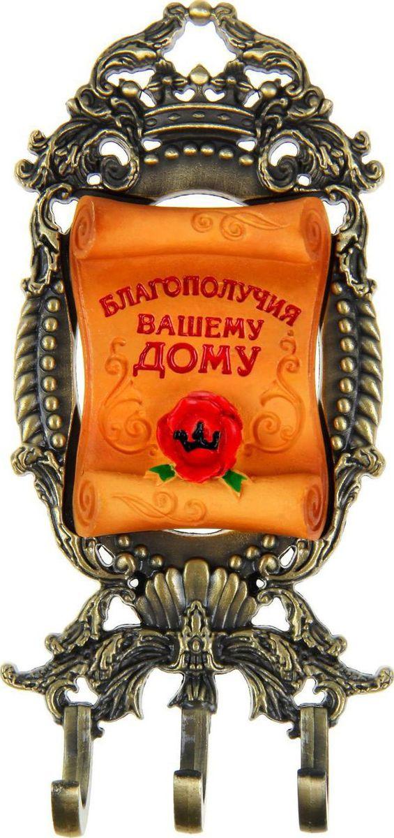 Ключница настенная Благополучия вашему дому, 14,5 х 6,5 х 1,2 см868463Ключница Благополучия Вашему дому станет полезным и очень красивым приобретением для вашего дома. Прикрепите ее на удобное место в прихожей, и ваши ключи всегда будут под рукой. Этот сувенир выполнен, как настоящее произведение искусства: основа выполнена из металла под бронзу в виде геральдического щита. На подобных в прошлом располагали родовое изображение семей и кланов, а то и целых государств! Поверх располагается красочный элемент из полистоуна с теплым пожеланием. Эксклюзивный дизайн впишется в старинный или роскошный интерьер, а доброе высказывание будет каждый раз вызывать улыбку у домочадцев и удивлять гостей. Ключница комплектуется подарочной упаковкой, преподносится с наилучшими пожеланиями. Станет великолепным подарком на новоселье или любой другой праздник.