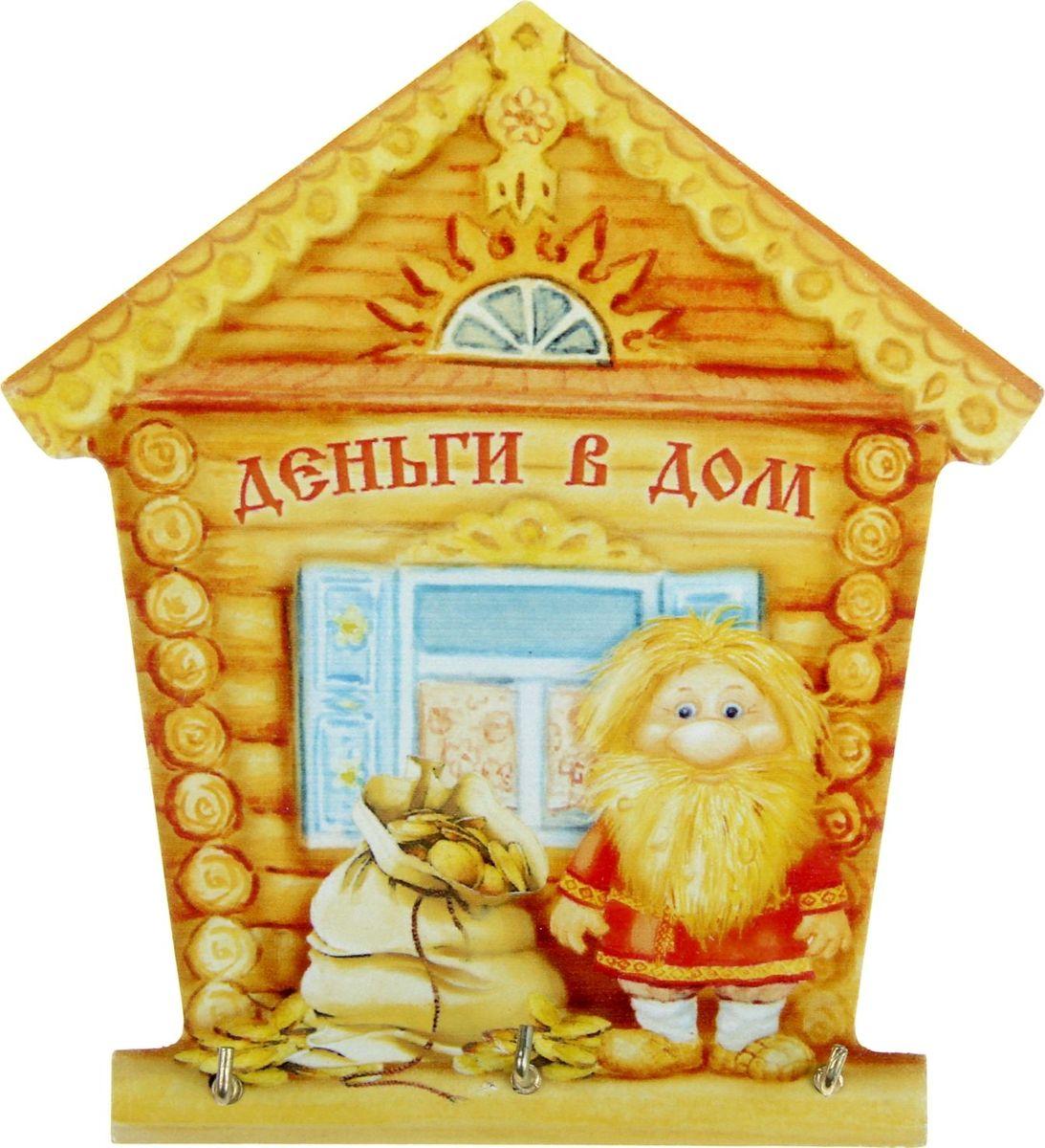 Ключница настенная Домовой. Деньги в дом, 12,5 х 13,8 х 1,9 см871825Если каждый раз, выходя из дома, вы устраиваете очередной поиск ключей по горячим следам, то вам непременно нужно специальное место для их хранения. Ключница Домовой. Деньги в дом станет полезным и очень красивым приобретением для Вашего дома. Прикрепите ее на удобное место в прихожей, и Ваши ключи всегда будут под рукой. Изделие выполнено в форме домика, изготовлено из дерева с цветной печатью по всей поверхности. Имеет три надежных металлических крючка золотистого цвета, на которых удобно разместятся драгоценные ключи. Оригинальная подарочная упаковка делает этот предмет интерьера полноценным подарком по поводу и без. Милый дизайн легко впишется в любой интерьер, а доброе высказывание будет каждый раз вызывать улыбку у домочадцев и удивлять гостей.
