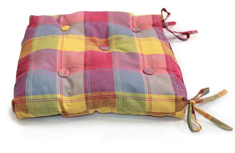 Подушка на стул KauffOrt Гватемала, цвет: голубой, оранжевый, розовый, 40 х 40 см. 31121036793112103679Подушка на стул KauffOrt Гватемала не только красиво дополнит интерьер кухни, но и обеспечит комфорт при сидении. Чехол выполнен из качественного текстиля (32% хлопок, 38% полиэстер, 30% акрил), а наполнитель из холлофайбера. Подушка легко крепится на стул с помощью завязок. Правильно сидеть - значит сохранить здоровье на долгие годы. Жесткие сидения подвергают наше здоровье опасности. Подушка с мягким наполнителем поможет предотвратить большинство нежелательных последствий сидячего образа жизни.