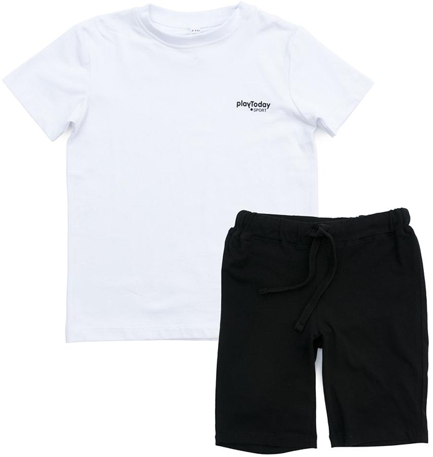 Комплект одежды для мальчика PlayToday: футболка, шорты, цвет: белый, черный. 370007. Размер 98370007Комплект PlayToday, состоящий из футболки и шорт прекрасно подойдет для занятий спортом. Добавление в материал эластана позволяет комплекту хорошо сесть по фигуре. Пояс шорт на мягкой широкой резинке, не сдавливающей живот ребенка, дополнен регулируемым шнуром-кулиской. На футболке в качестве декора использован небольшой принт.