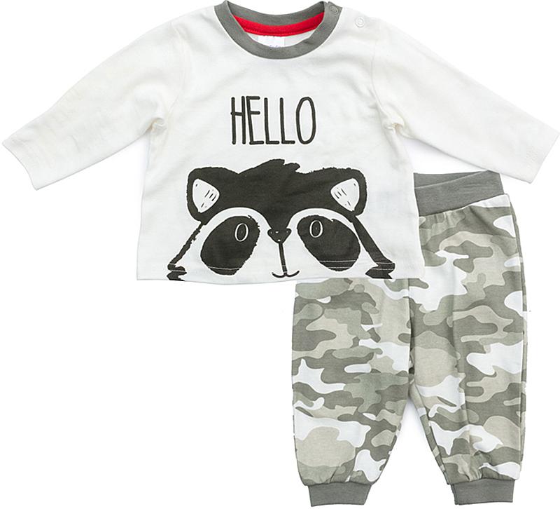 Комплект одежды для мальчика PlayToday: футболка с длинным рукавом, брюки, цвет: белый, серый. 377807. Размер 62377807Комплект PlayToday, состоящий из футболки с длинным рукавом и брюк, сможет быть и повседневной, и домашней одеждой. Для удобства снимания и одевания по плечу расположены застежки-кнопки. В качестве декора использован эффектный принт. Брюки выполнены из принтованной ткани в стиле милитари. Пояс на широкой резинке, не сдавливающей живот ребенка. Низ брючин на трикотажных манжетах. Горловина футболки усилена специальной плотной вставкой, которая защищает изделие от деформации. Свободный крой не сковывает движений ребенка. Мягкий материал приятен к телу и не вызывает раздражений.
