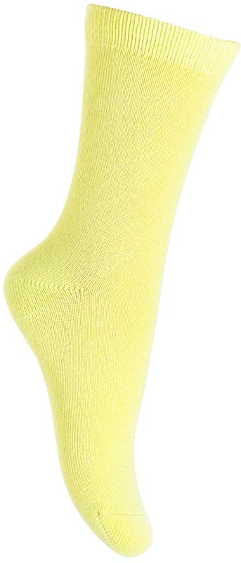 Носки для девочки PlayToday, цвет: желтый. 379026. Размер 16379026Носки PlayToday очень мягкие, выполненные, из натуральных материалов, приятные к телу и не сковывают движений. Хорошо пропускают воздух, тем самым позволяя коже дышать. Даже частые стирки, при условии соблюдений рекомендаций по уходу, не изменят ни форму, ни цвет изделия. Мягкая резинка не сдавливает нежную детскую кожу.
