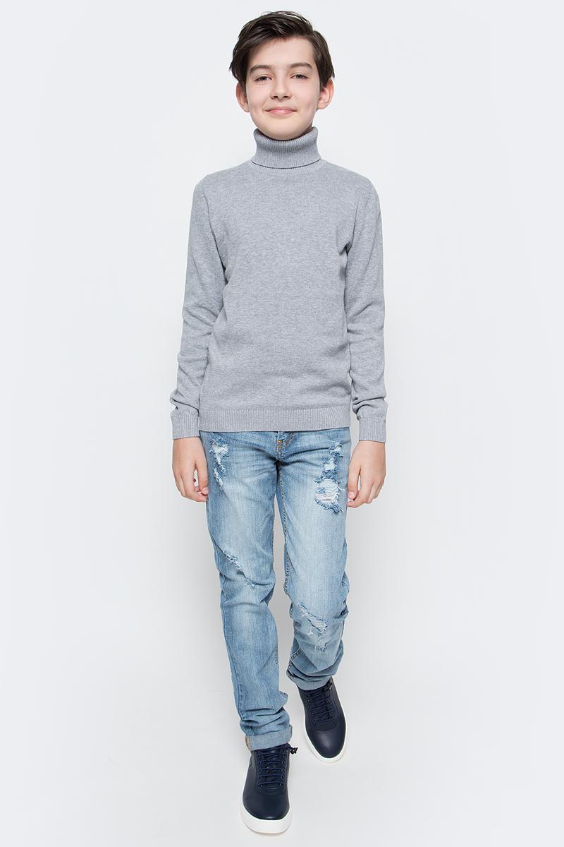 Джинсы для мальчика Sela Denim, цвет: голубой джинс. PJ-835/345-7243. Размер 152, 12 летPJ-835/345-7243Стильные джинсы с подворотами для мальчика Sela выполнены из качественного эластичного материала с эффектом потертостей и разрывами. Джинсы зауженного кроя и стандартной посадки на талии застегиваются на пуговицу и имеют ширинку на застежке-молнии. На поясе имеются шлевки для ремня. Модель представляет собой классическую пятикарманку: два втачных и накладной кармашек спереди и два накладных кармана сзади.