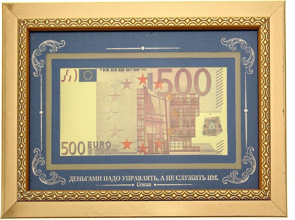 Деньги сувенирные Деньгами надо управлять. Купюра 500 Евро, в рамке172839Эксклюзивная серия Власть денег - оригинальный бизнес-сувенир, который станет не только магнитом для денег, но и стильным украшением кабинета или комнаты. Золотистая рамка с уникальным узором подчеркивает изящество подарка, а благородство темного фона создает великолепный контраст золотой купюре. Купюру можно поставить на стол или повесить на стену.