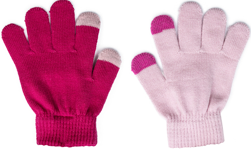 Перчатки для девочки PlayToday, цвет: розовый, светло-розовый, 2 пары. 372048. Размер 13372048Smart Gloves - перчатки для сенсорных экранов! Вязаные перчатки станут идеальным вариантом для прохладной погоды. Они очень мягкие, хорошо тянутся и прекрасно сохраняют тепло. На манжетах - плотная резинка, которая хорошо держит перчатки на руках ребенка. На большом и указательном пальцах вплетены специальные нити, которые позволяют пользоваться телефоном, не снимая перчаток с рук. В комплект входит две пары перчаток.