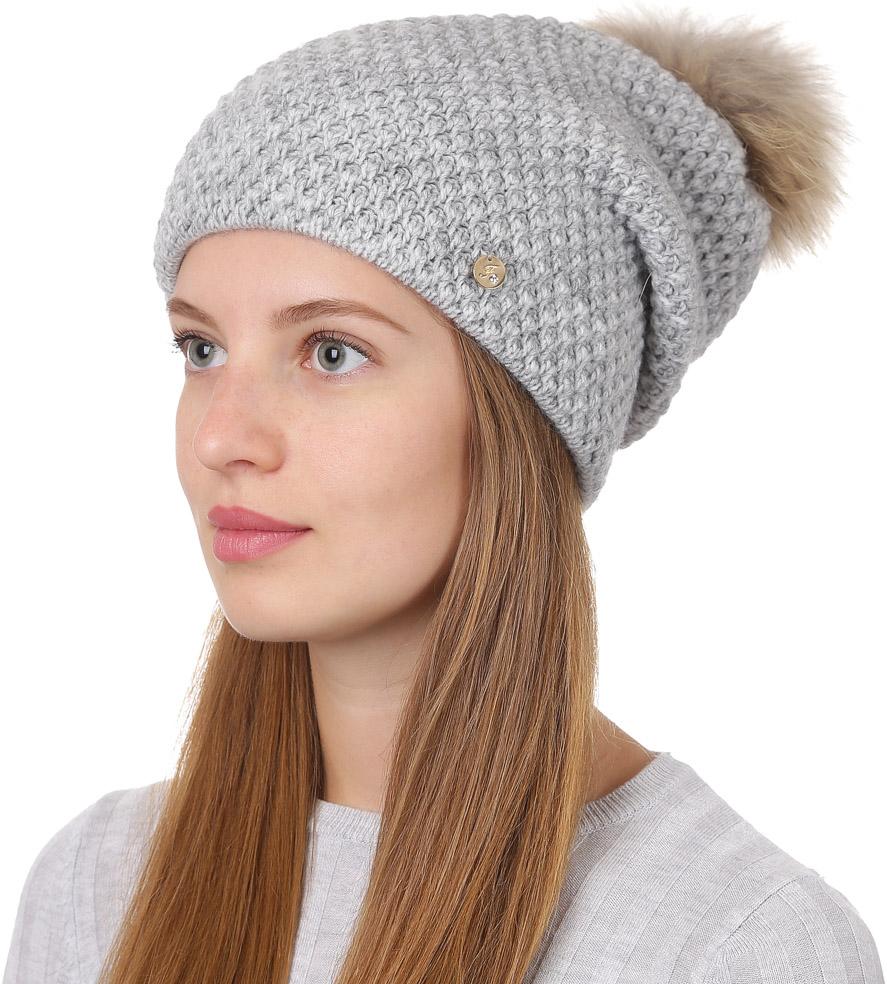 Шапка женская Fabretti, цвет: светло-серый. F2017-1-22. Размер универсальныйF2017-1-22Стильная женская шапка Fabretti отлично дополнит ваш образ и защитит от холода. Смесовая пряжа с шерстью в составе максимально сохраняет тепло и обеспечивает удобную посадку. Классическая вязаная шапка оформлена меховым помпоном и металлическим декоративным элементом. Такая шапка станет отличным дополнением к вашему осеннему или зимнему гардеробу, в ней вам будет уютно и тепло!