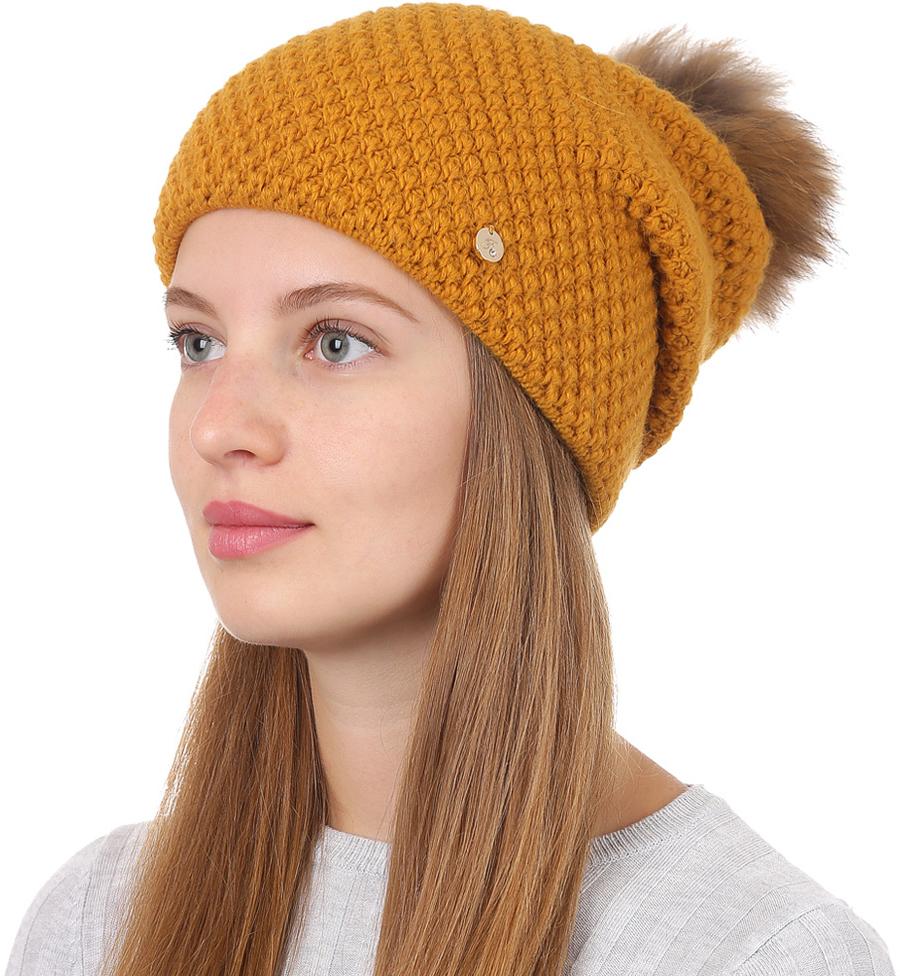 Шапка женская Fabretti, цвет: горчичный. F2017-1-42. Размер универсальныйF2017-1-42Стильная женская шапка Fabretti отлично дополнит ваш образ и защитит от холода. Смесовая пряжа с шерстью в составе максимально сохраняет тепло и обеспечивает удобную посадку. Классическая вязаная шапка оформлена меховым помпоном и металлическим декоративным элементом. Такая шапка станет отличным дополнением к вашему осеннему или зимнему гардеробу, в ней вам будет уютно и тепло!