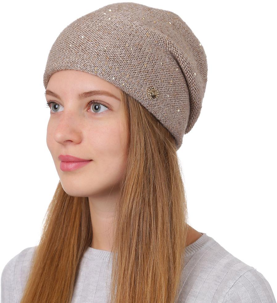 Шапка женская Fabretti, цвет: темно-бежевый. F2017-6-35. Размер универсальныйF2017-6-35Универсальная женская шапка от Fabretti выполнена из высококачественных материалов и дополнена декоративным, металлическим элементом. Простой аккуратный дизайн поможет вам дополнить любой современный образ, а также создать неповторимый модный и элегантный стиль. Такой аксессуар можно сочетать с любым нарядом.