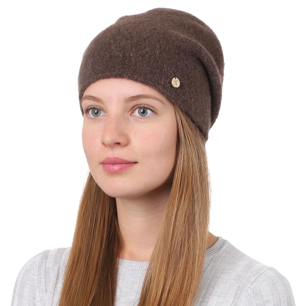 Шапка женская Fabretti, цвет: светло-коричневый. F2017-12-54. Размер универсальныйF2017-12-54Универсальная женская шапка от Fabretti выполнена из высококачественных материалов и дополнена декоративным, металлическим элементом. Простой аккуратный дизайн поможет вам дополнить любой современный образ, а также создать неповторимый модный и элегантный стиль. Такой аксессуар можно сочетать с любым нарядом.