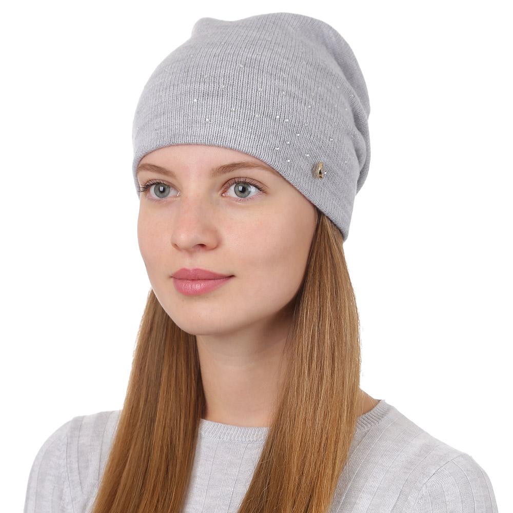 Шапка женская Fabretti, цвет: светло-серый. F2017-15-22. Размер универсальныйF2017-15-22Универсальная женская шапка от Fabretti выполнена из шерсти с добавлением акрила и дополнена декоративным, металлическим элементом. Простой аккуратный дизайн поможет вам дополнить любой современный образ, а также создать неповторимый модный и элегантный стиль. Такой аксессуар можно сочетать с любым нарядом.