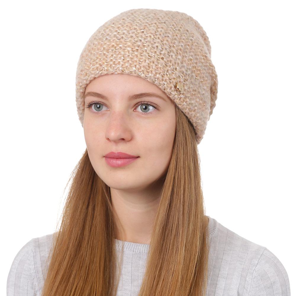 Шапка женская Fabretti, цвет: светло-бежевый. F2017-22-61. Размер универсальныйF2017-22-61Стильная женская шапка Fabretti отлично дополнит ваш образ и защитит от холода. Смесовая пряжа с шерстью в составе максимально сохраняет тепло и обеспечивает удобную посадку. Классическая вязаная шапка оформлена металлическим декоративным элементом. Такая шапка станет отличным дополнением к вашему осеннему или зимнему гардеробу, в ней вам будет уютно и тепло!