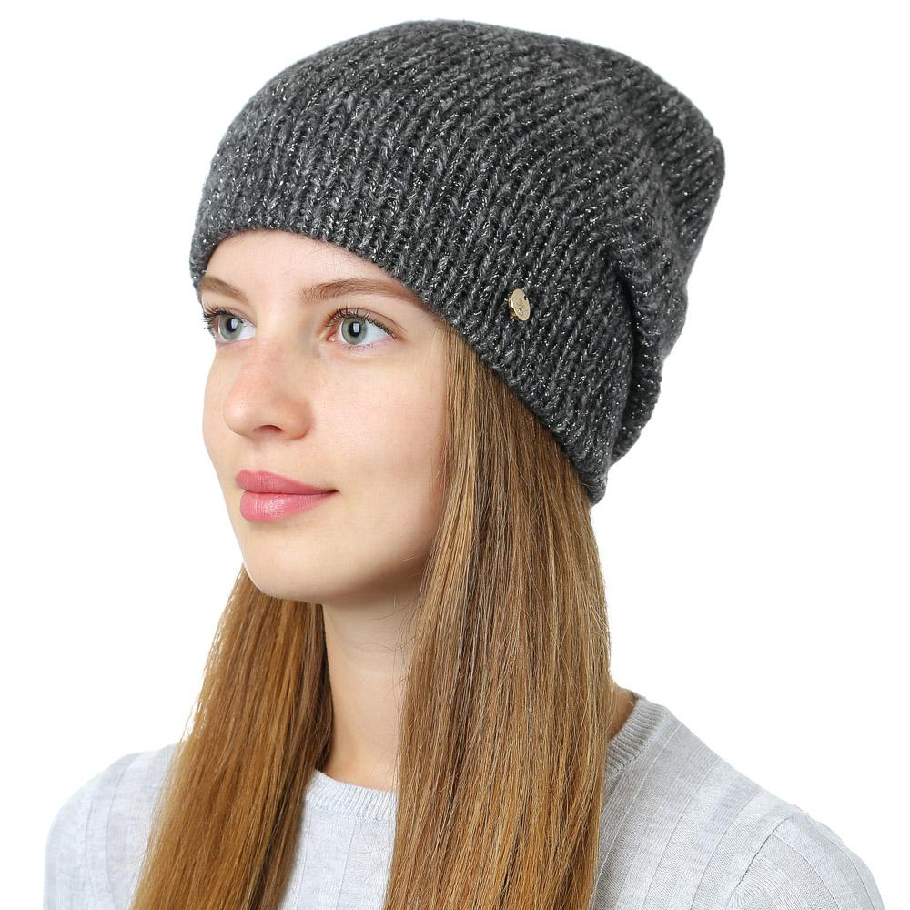 Шапка женская Fabretti, цвет: черный. F2017-25-18. Размер универсальныйF2017-25-18Стильная женская шапка Fabretti отлично дополнит ваш образ и защитит от холода. Смесовая пряжа с шерстью в составе максимально сохраняет тепло и обеспечивает удобную посадку. Классическая вязаная шапка оформлена металлическим декоративным элементом. Такая шапка станет отличным дополнением к вашему осеннему или зимнему гардеробу, в ней вам будет уютно и тепло!