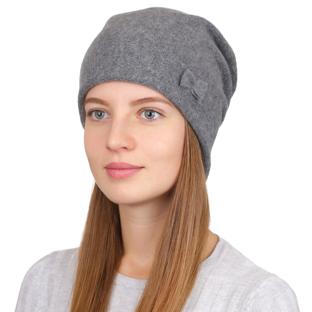Шапка женская Fabretti, цвет: серый. F2017-26-34. Размер универсальныйF2017-26-34Стильная женская шапка Fabretti отлично дополнит ваш образ и защитит от холода. Смесовая пряжа с шерстью в составе максимально сохраняет тепло и обеспечивает удобную посадку. Шапка оформлена миниатюрным бантиком. Такая шапка станет отличным дополнением к вашему осеннему или зимнему гардеробу, в ней вам будет уютно и тепло!