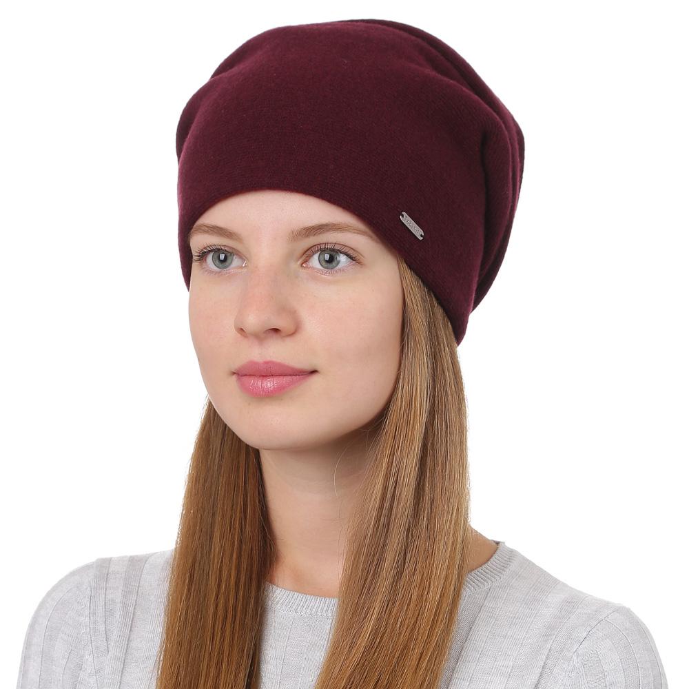 Шапка женская Fabretti, цвет: бордовый. F2017-28-26. Размер универсальныйF2017-28-26Стильная женская шапка Fabretti отлично дополнит ваш образ и защитит от холода. Смесовая пряжа с шерстью в составе максимально сохраняет тепло и обеспечивает удобную посадку. Шапка оформлена металлической пластиной с названием бренда. Такая шапка станет отличным дополнением к вашему осеннему или зимнему гардеробу, в ней вам будет уютно и тепло!