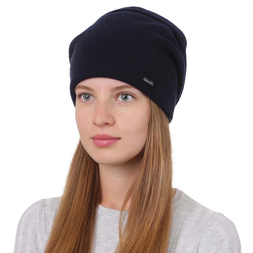 Шапка женская Fabretti, цвет: темно-синий. F2017-28-98. Размер универсальныйF2017-28-98Стильная женская шапка Fabretti отлично дополнит ваш образ и защитит от холода. Смесовая пряжа с шерстью в составе максимально сохраняет тепло и обеспечивает удобную посадку. Шапка оформлена металлической пластиной с названием бренда. Такая шапка станет отличным дополнением к вашему осеннему или зимнему гардеробу, в ней вам будет уютно и тепло!