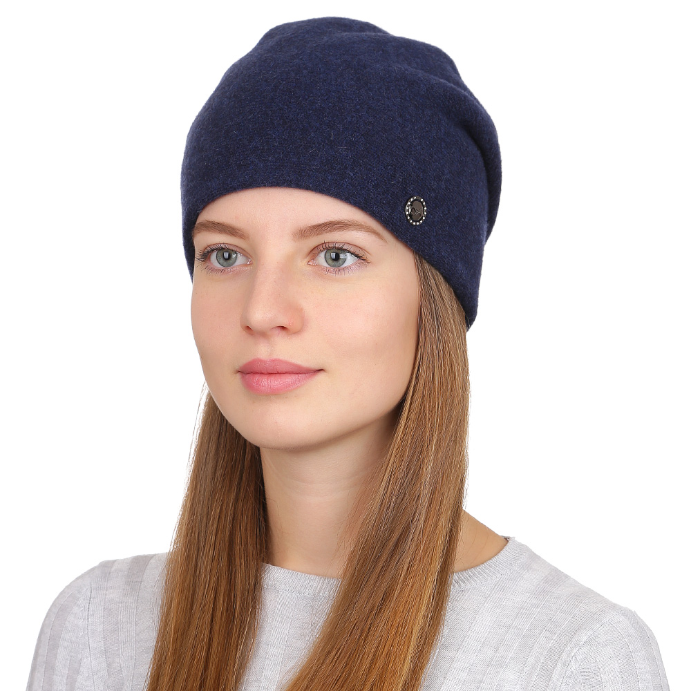 Шапка женская Fabretti, цвет: темно-синий. F2017-31-98. Размер универсальныйF2017-31-98Универсальная женская шапка от Fabretti выполнена из высококачественных материалов и дополнена декоративным, металлическим элементом. Простой аккуратный дизайн поможет вам дополнить любой современный образ, а также создать неповторимый модный и элегантный стиль. Такой аксессуар можно сочетать с любым нарядом.