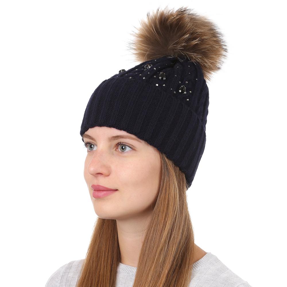 Шапка женская Fabretti, цвет: темно-синий. F2017-33-98. Размер универсальныйF2017-33-98Стильная женская шапка Fabretti отлично дополнит ваш образ и защитит от холода. Смесовая пряжа с шерстью в составе максимально сохраняет тепло и обеспечивает удобную посадку. Классическая вязаная шапка оформлена меховым помпоном. Такая шапка станет отличным дополнением к вашему осеннему или зимнему гардеробу, в ней вам будет уютно и тепло!