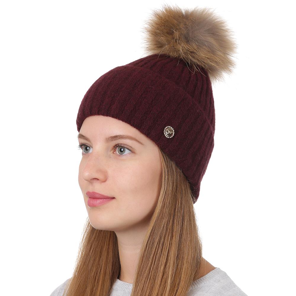 Шапка женская Fabretti, цвет: бордовый. F2017-39-26. Размер универсальныйF2017-39-26Стильная женская шапка Fabretti отлично дополнит ваш образ и защитит от холода. Смесовая пряжа с шерстью в составе максимально сохраняет тепло и обеспечивает удобную посадку. Классическая вязаная шапка оформлена меховым помпоном и металлическим декоративным элементом. Такая шапка станет отличным дополнением к вашему осеннему или зимнему гардеробу, в ней вам будет уютно и тепло!