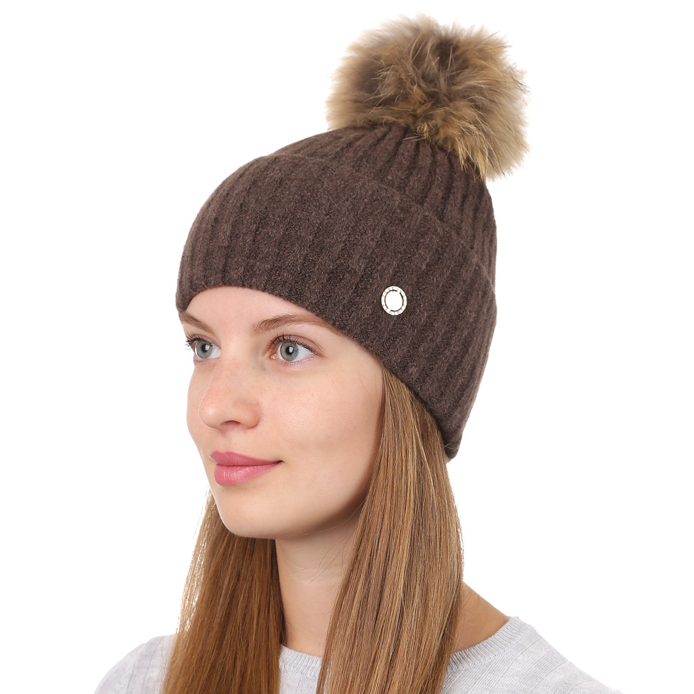 Шапка женская Fabretti, цвет: светло-коричневый. F2017-39-54. Размер универсальныйF2017-39-54Стильная женская шапка Fabretti отлично дополнит ваш образ и защитит от холода. Смесовая пряжа с шерстью в составе максимально сохраняет тепло и обеспечивает удобную посадку. Классическая вязаная шапка оформлена меховым помпоном и металлическим декоративным элементом. Такая шапка станет отличным дополнением к вашему осеннему или зимнему гардеробу, в ней вам будет уютно и тепло!