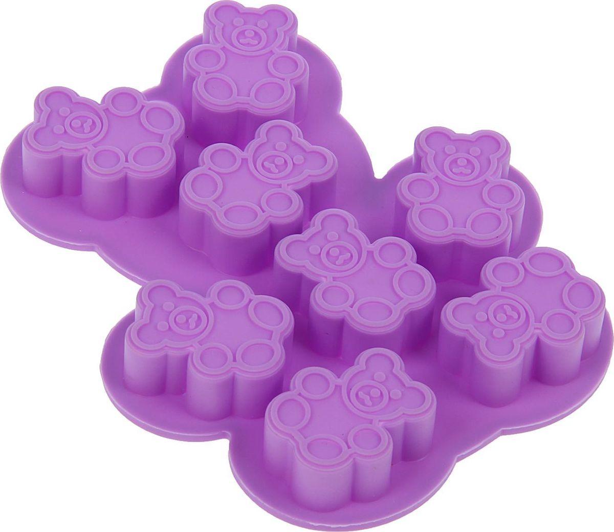 Форма для льда и шоколада Доляна Мишки, 8 ячеек, 13 х 11 х 1,5 см1540896Силикон не теряет эластичности при отрицательных температурах (до - 40?С), поэтому, готовые льдинки легко достаются из формы и не крошатся. Лед получается идеальной формы. С силиконовыми формами для льда легко фантазировать и придумывать новые рецепты. В формах можно заморозить сок или приготовить мини порции мороженого, желе, шоколада или другого десерта. Особенно эффектно выглядят льдинки с замороженными внутри ягодами или дольками фруктов. Заморозив настой из трав, можно использовать его в косметологических целях.