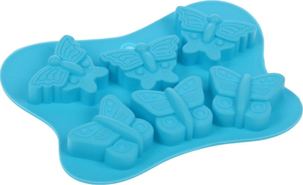 Форма для льда и шоколада Доляна Бабочки, цвет: голубой, 6 ячеек, 14 х 10,5 х 1,5 см1540898Силикон не теряет эластичности при отрицательных температурах (до - 40?С), поэтому, готовые льдинки легко достаются из формы и не крошатся. Лед получается идеальной формы. С силиконовыми формами для льда легко фантазировать и придумывать новые рецепты. В формах можно заморозить сок или приготовить мини порции мороженого, желе, шоколада или другого десерта. Особенно эффектно выглядят льдинки с замороженными внутри ягодами или дольками фруктов. Заморозив настой из трав, можно использовать его в косметологических целях.