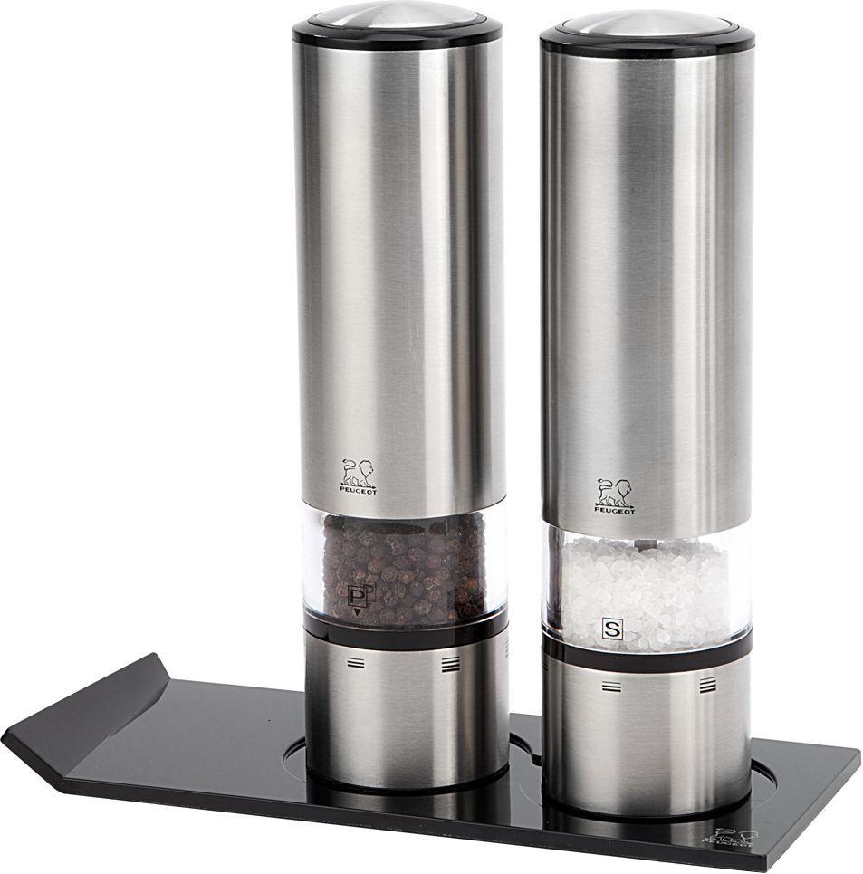 Набор мельниц для соли и перца Peugeot Duo Sense + Alpha, электрических, с подставкой, высота 20 см2/27162Мельницы для специй PEUGEOT имеют безупречную репутацию благодаря легендарному внутреннему механизму, который совершенствовался в течение 160 лет и продолжает улучшаться благодаря высокотехнологичным возможностям современного производства.