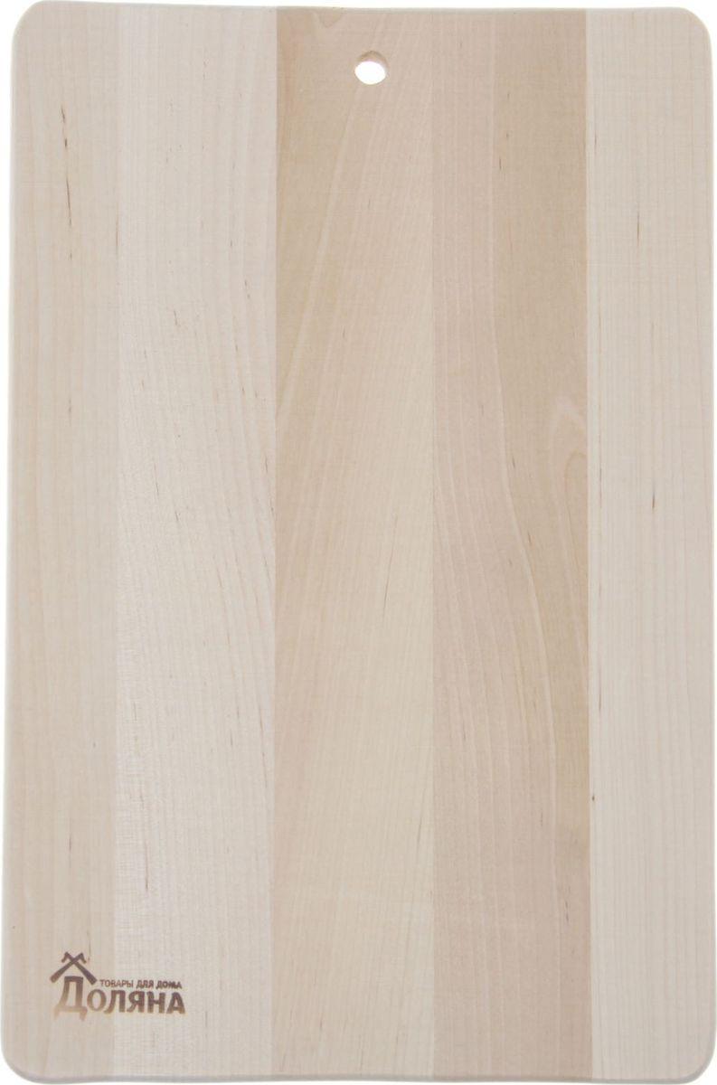Доска разделочная Доляна Классика, береза, 330 х 230 мм. 13018511301851Доска из качественного дерева по праву считается самой надёжной: она имеет высокую прочность, устойчива к сильным нагрузкам. Используя её, вы не затупите ножи. Разделочная доска не разбухает в воде, не впитывает влагу, устойчива к запахам.Дизайн.Доска из натурального дерева имеет приятный и естественный цвет. Специальное отверстие в её верхней части позволит подвесить разделочную доску на стену для удобства хранения. Доска из дерева может служить прекрасной подставкой для горячего.Уход.Чтобы ваша доска служила вам верой и правдой долгие годы, советуем следовать простым правилам. Они помогут вам сохранить её внешний вид и все потребительские качества:допускается только ручное мытьё, не кладите доску в посудомоечную машинку;не оставляйте разделочную доску отмокать в воде, мойте её только проточной водой до или после остальной посуды;отмывать доску необходимо под горячей водой, а ополаскивать — в холодной;сушите доску на воздухе, в подвешенном состоянии;для дезинфекции раз в месяц протирайте доску разведённым уксусом или лимонным соком.Если вы будете грамотно заботиться о своих кухонных помощниках, любой процесс приготовления пищи станет лёгким и приятным.