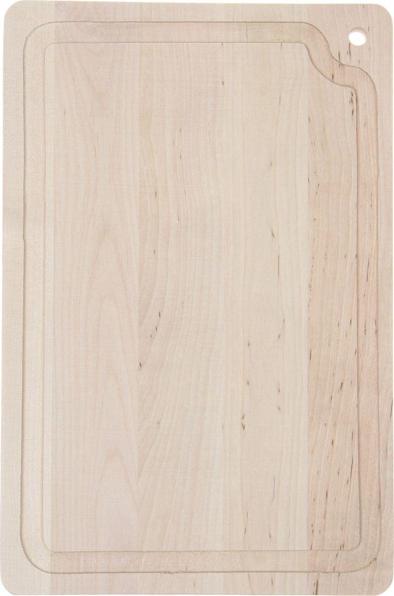 Доска разделочная Доляна, береза, с канавкой, 330 х 230 мм1301859Доска из качественного дерева по праву считается самой надёжной: она имеет высокую прочность, устойчива к сильным нагрузкам. Используя её, вы не затупите ножи. Разделочная доска не разбухает в воде, не впитывает влагу, устойчива к запахам.Дизайн.Доска из натурального дерева имеет приятный и естественный цвет. Специальное отверстие в её верхней части позволит подвесить разделочную доску на стену для удобства хранения. Доска из дерева может служить прекрасной подставкой для горячего.Уход.Чтобы ваша доска служила вам верой и правдой долгие годы, советуем следовать простым правилам. Они помогут вам сохранить её внешний вид и все потребительские качества:допускается только ручное мытьё, не кладите доску в посудомоечную машинку;не оставляйте разделочную доску отмокать в воде, мойте её только проточной водой до или после остальной посуды;отмывать доску необходимо под горячей водой, а ополаскивать — в холодной;сушите доску на воздухе, в подвешенном состоянии;для дезинфекции раз в месяц протирайте доску разведённым уксусом или лимонным соком.Если вы будете грамотно заботиться о своих кухонных помощниках, любой процесс приготовления пищи станет лёгким и приятным.