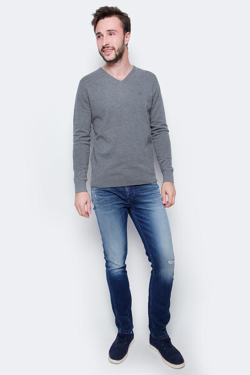 Джинсы мужские Calvin Klein Jeans, цвет: синий. J30J305488_9153. Размер 33 (50/52)J30J305488_9153Стильные мужские джинсы Calvin Klein выполнены из высококачественного материала. Модель прямого кроя со станартной посадкой. Джинсы застегиваются на металлическую пуговицу в поясе и ширинку на застежке-молнии, имеются шлевки для ремня. Джинсы имеют классический пятикарманный крой: спереди модель дополнена двумя втачными карманами и одним маленьким накладным кармашком, а сзади - двумя накладными карманами. Изделие оформлено прострочкой и фирменной нашивкой сзади.
