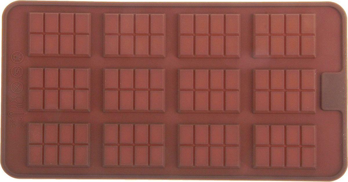 Форма для льда и шоколада Доляна Плитка, 12 ячеек, 21 х 11 см114001Фигурная форма для льда и шоколада Доляна Плитка выполнена из пищевого силикона, который не впитывает запахов, отличается прочностью и долговечностью. Материал полностью безопасен для продуктов питания. Кроме того, силикон выдерживает температуру от -40°С до +250°С, что позволяет использовать форму в духовом шкафу и морозильной камере. Благодаря гибкости материала готовый продукт легко вынимается и не крошится. С помощью такой формы можно приготовить оригинальные конфеты и фигурный лед. Приготовить миниатюрные украшения гораздо проще, чем кажется. Наполните силиконовую емкость расплавленным шоколадом, мастикой или водой и поместите в морозильную камеру. Вскоре у вас будут оригинальные фигурки, которые сделают запоминающимся любой праздничный стол! В формах можно заморозить сок или приготовить мини-порции мороженого, желе, шоколада или другого десерта. Особенно эффектно выглядят льдинки с замороженными внутри ягодами или дольками фруктов. Заморозив настой из трав, можно использовать его в косметологических целях. Форма легко отмывается, в том числе в посудомоечной машине.