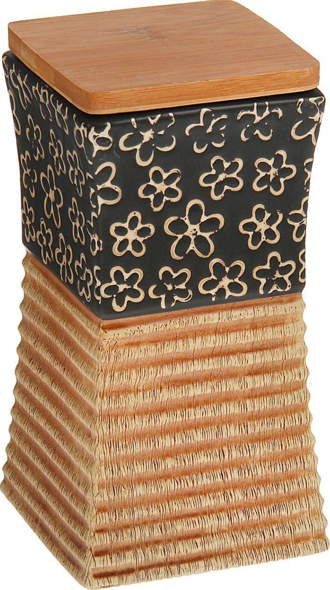 Банка для специй Доляна Ромашка, 9,5 х 9,5 х 18 см1580177Банка для специй поможет сохранить приправы в наилучшем состоянии и украсит интерьер кухни. Приятные цвета и необычные узоры придутся по душе всем ценителям эстетики. Бамбуковая крышка защитит содержимое от повышенной влажности и попадания посторонних предметов.