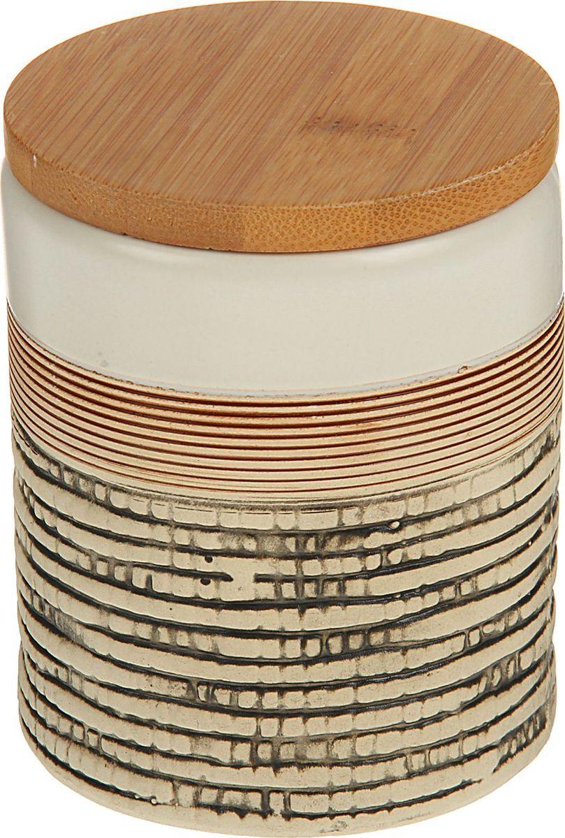 Банка для специй Доляна Какао, 8 х 8 х 10 см1580180Банка для специй поможет сохранить приправы в наилучшем состоянии и украсит интерьер кухни. Приятные цвета и необычные узоры придутся по душе всем ценителям эстетики. Бамбуковая крышка защитит содержимое от повышенной влажности и попадания посторонних предметов.