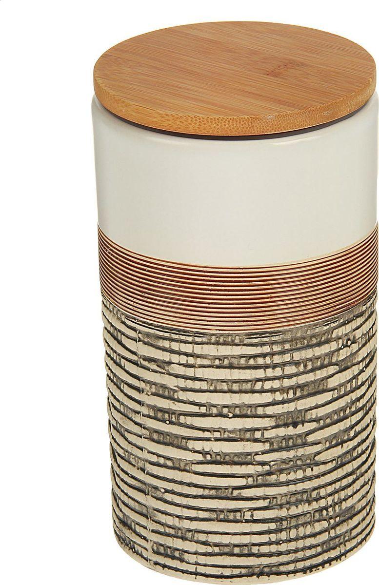 Банка для специй Доляна Какао, 10 х 10 х 18 см1580181Банка для специй поможет сохранить приправы в наилучшем состоянии и украсит интерьер кухни. Приятные цвета и необычные узоры придутся по душе всем ценителям эстетики. Бамбуковая крышка защитит содержимое от повышенной влажности и попадания посторонних предметов.