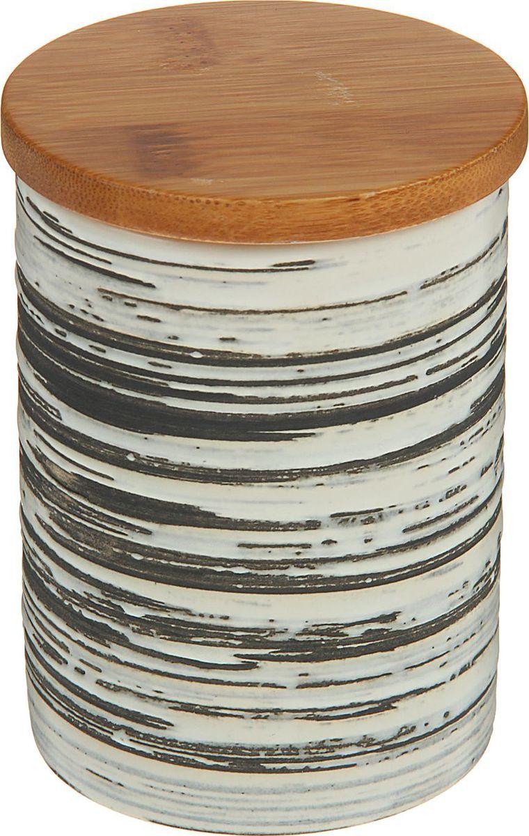 Банка для специй Доляна Горький шоколад, 8 х 8 х 10 см1580190Банка для специй поможет сохранить приправы в наилучшем состоянии и украсит интерьер кухни. Приятные цвета и необычные узоры придутся по душе всем ценителям эстетики. Бамбуковая крышка защитит содержимое от повышенной влажности и попадания посторонних предметов.