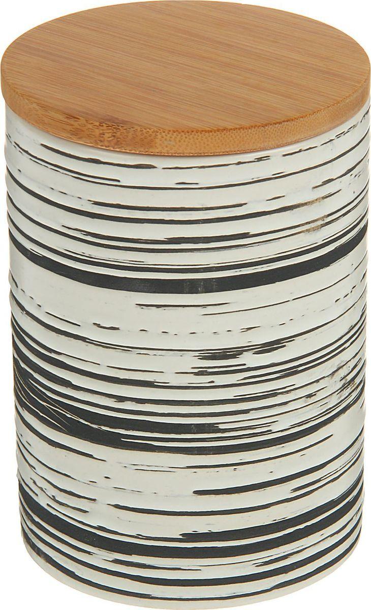 Банка для специй Доляна Горький шоколад, 10 х 10 х 18 см1580191Банка для специй поможет сохранить приправы в наилучшем состоянии и украсит интерьер кухни. Приятные цвета и необычные узоры придутся по душе всем ценителям эстетики. Бамбуковая крышка защитит содержимое от повышенной влажности и попадания посторонних предметов.
