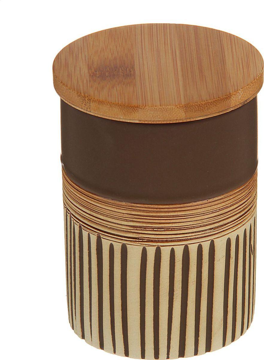 Банка для специй Доляна Корица, 8 х 8 х 11,5 см1580194Банка для специй поможет сохранить приправы в наилучшем состоянии и украсит интерьер кухни. Приятные цвета и необычные узоры придутся по душе всем ценителям эстетики. Бамбуковая крышка защитит содержимое от повышенной влажности и попадания посторонних предметов.