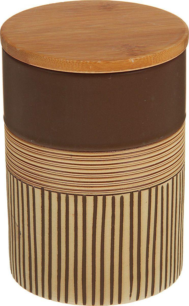 Банка для специй Доляна Корица, 10 х 10 х 15 см1580195Банка для специй поможет сохранить приправы в наилучшем состоянии и украсит интерьер кухни. Приятные цвета и необычные узоры придутся по душе всем ценителям эстетики. Бамбуковая крышка защитит содержимое от повышенной влажности и попадания посторонних предметов.