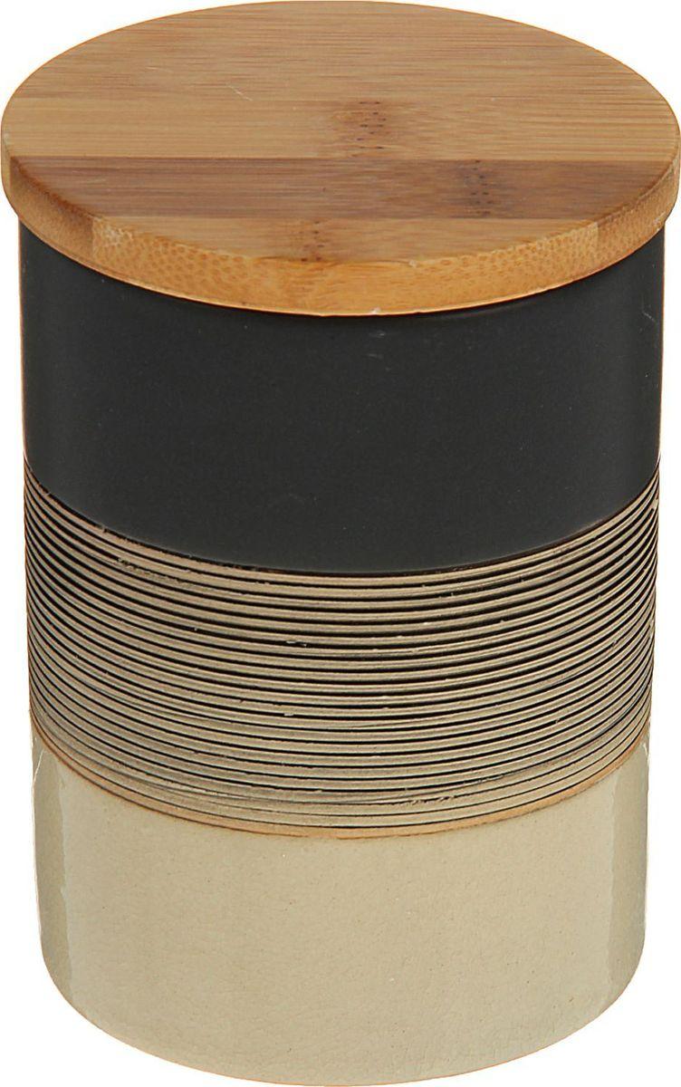 Емкость для специй Доляна Капучино, 8 х 8 х 11,5 см1580196Емкость для специй поможет сохранить приправы в наилучшем состоянии и украсит интерьер кухни. Приятные цвета и необычные узоры придутся по душе всем ценителям эстетики. Бамбуковая крышка защитит содержимое от повышенной влажности и попадания посторонних предметов.